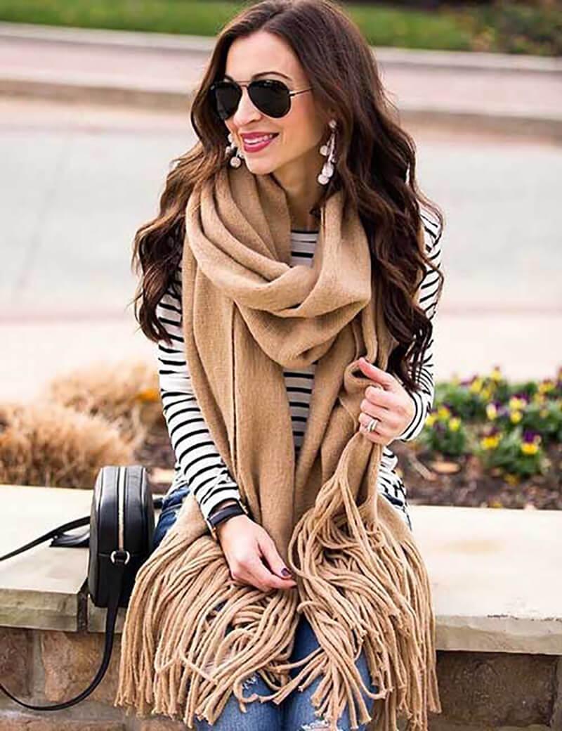 Áo sọc và khăn quàng