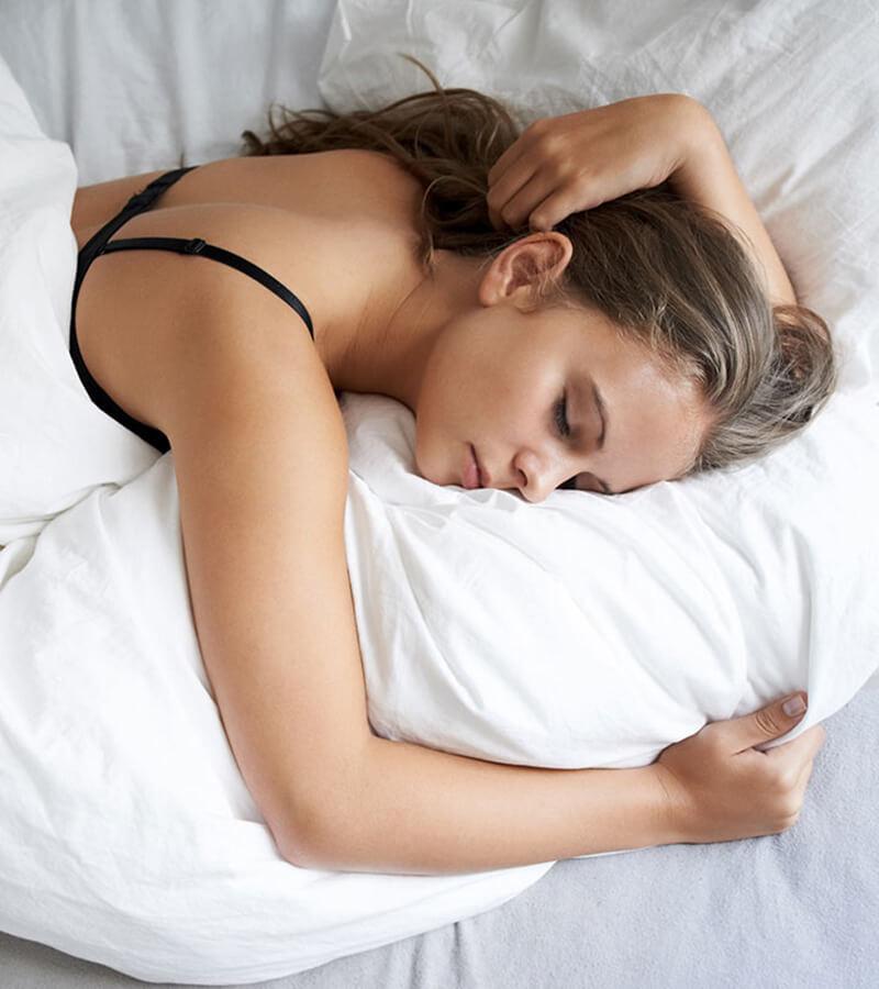 Mặc nguyên áo ngực đi ngủ có hại không?