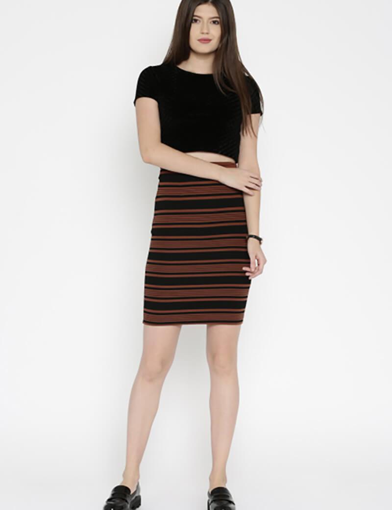 Áo crop top với váy bút chì