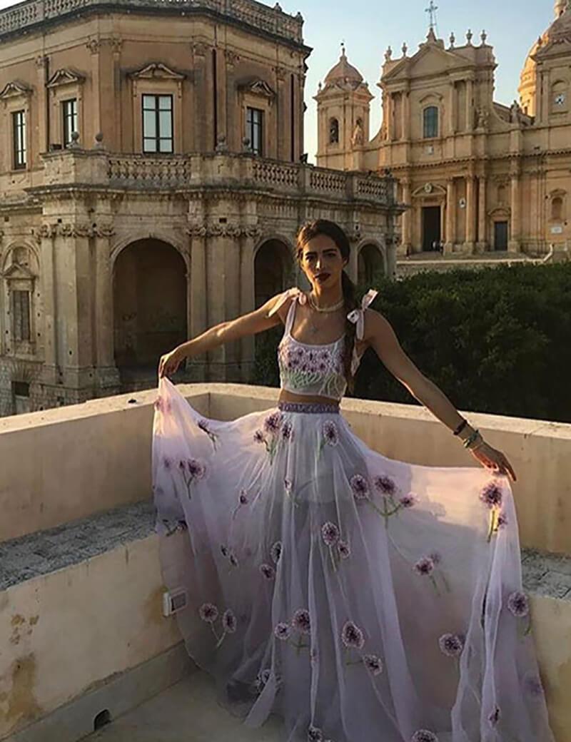 Áo crop top với váy dài