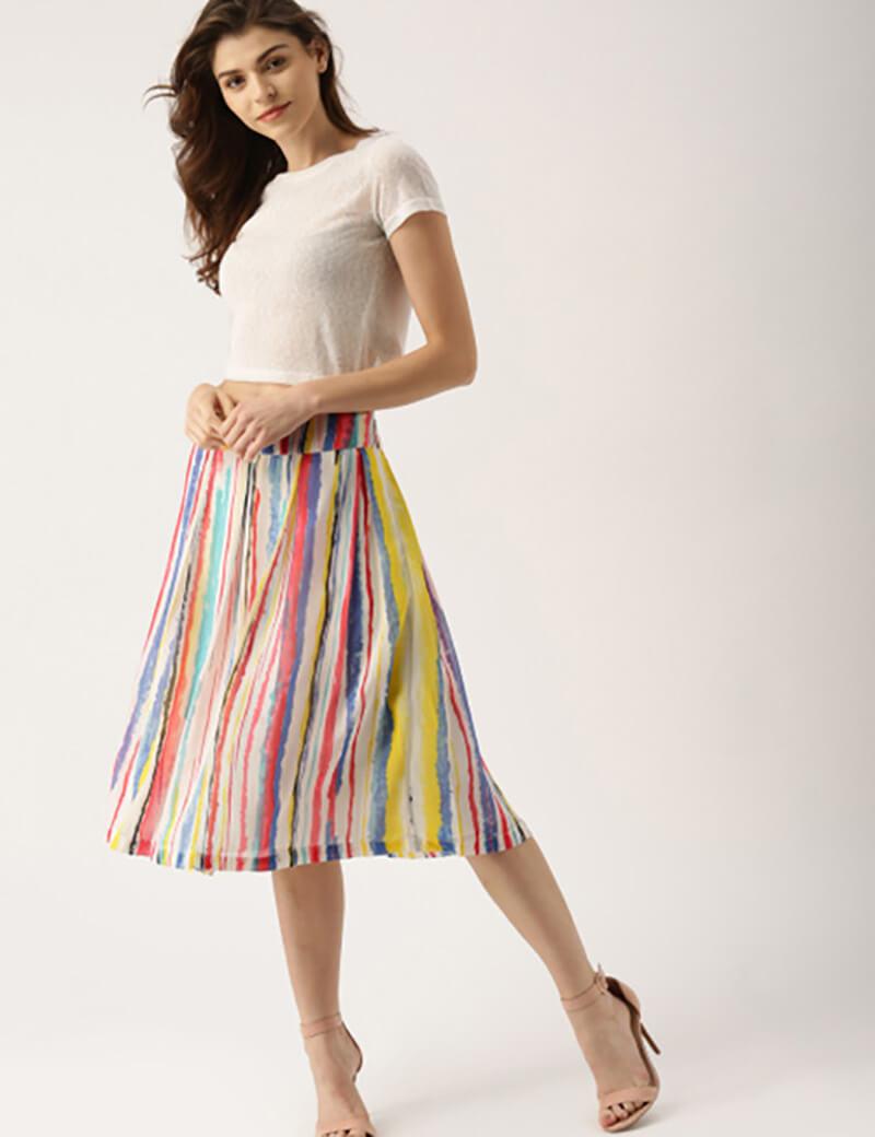 Áo crop top với váy loe