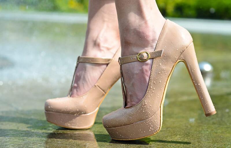 Giày màu nude