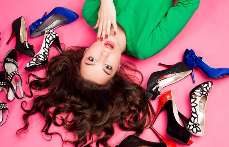 Cách phối màu giữa giày và váy