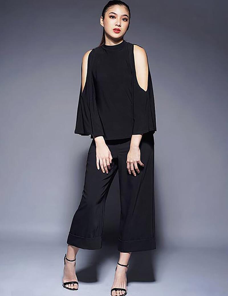 Phong cách đơn sắc monochrome với quần culottes đen