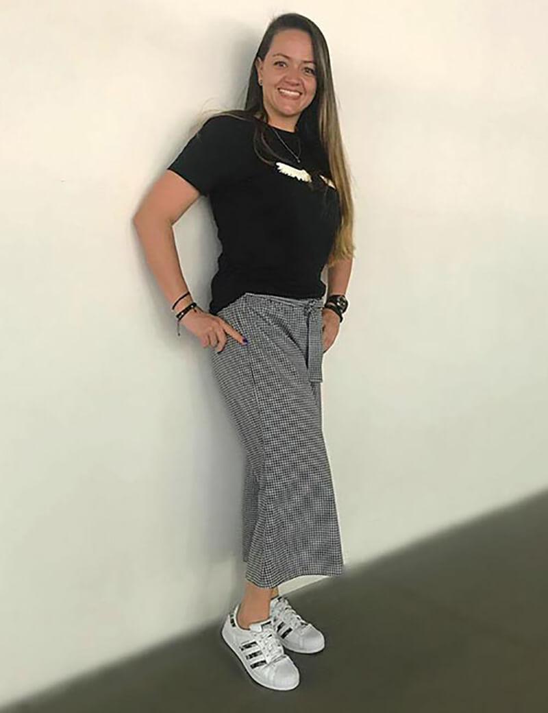 Quần culottes với áo phông in chữ
