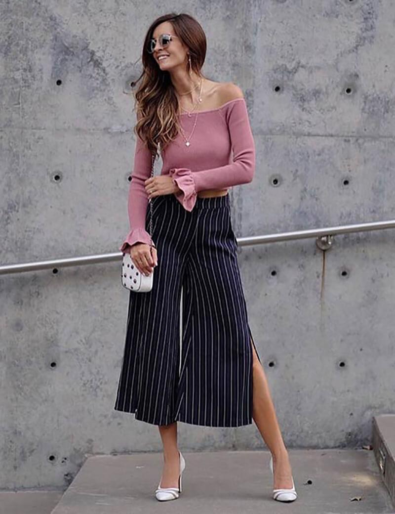 Quần culottes với một chiếc áo len tay dài trễ vai