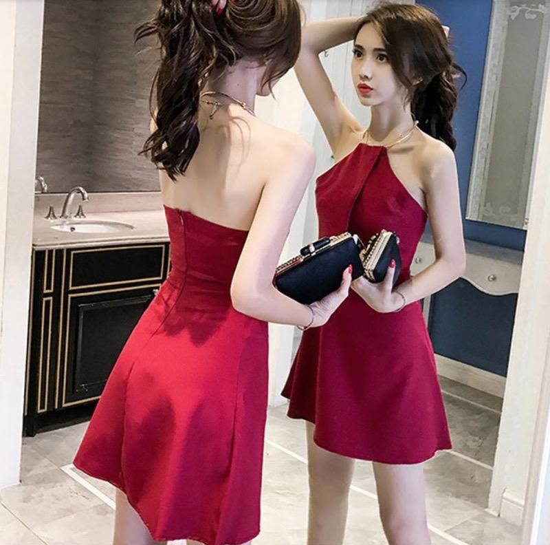 Đầm xòe ngắn cộc tay dạng cổ yếm vừa tinh nghịch vừa gợi cảm