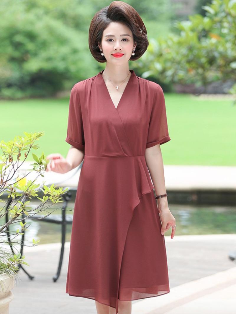 Váy dài liền thân nhẹ nhàng, nữ tính