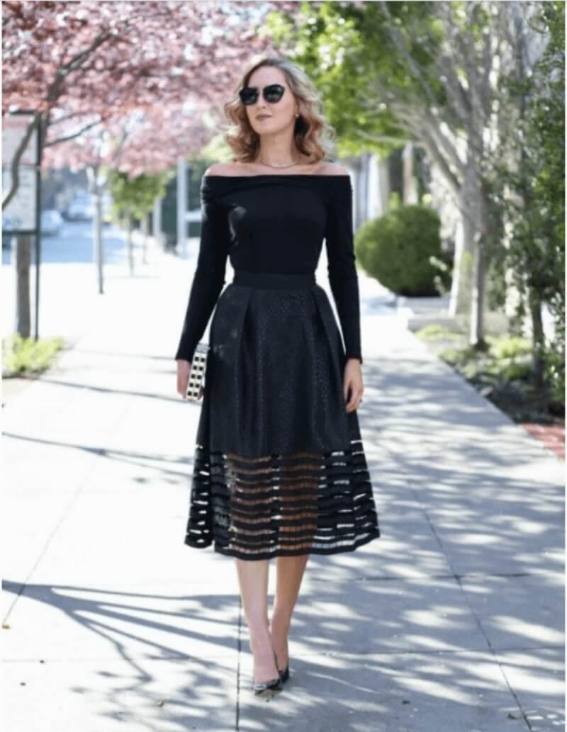Duyên dáng và nữ tính khi kết hợp áo bẹt vai với chân váy xòe đen