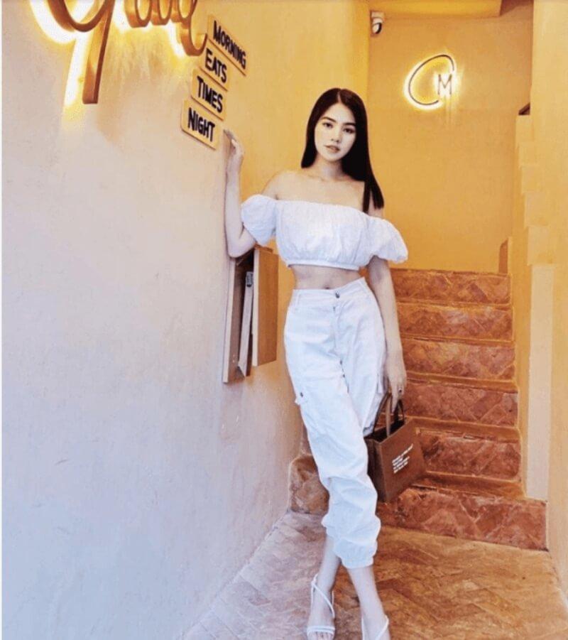 Áo bẹt vai kết hợp quần baggy cạp chun