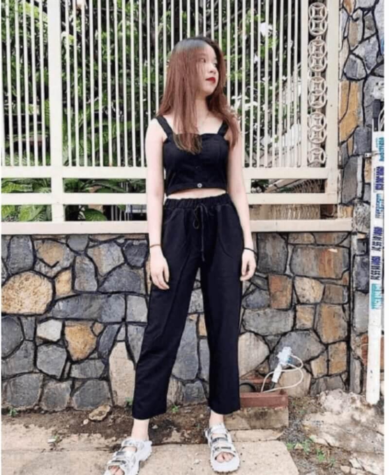 Áo croptop kết hợp quần baggy cạp chun