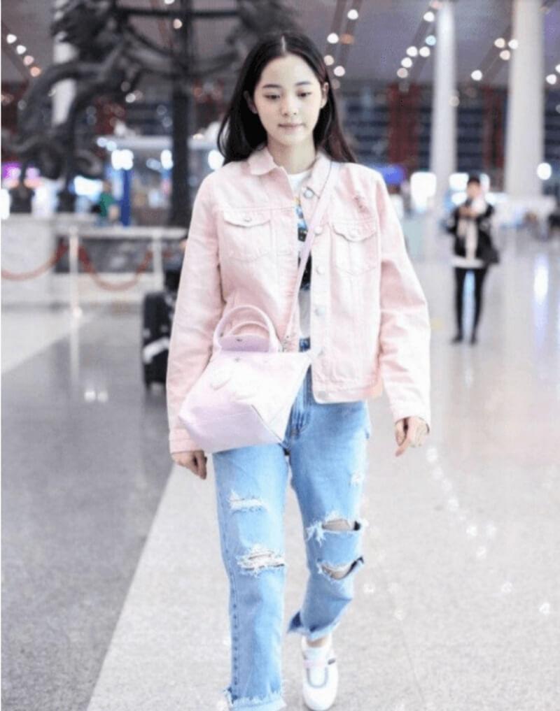 Áo khoác jeans + áo thun + quần jeans