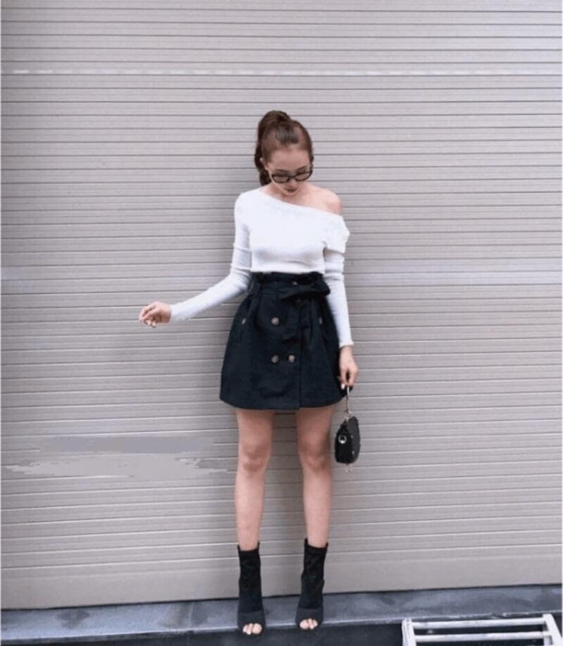 Cực ngọt ngào với áo lệch vai phối chân váy xòe đen