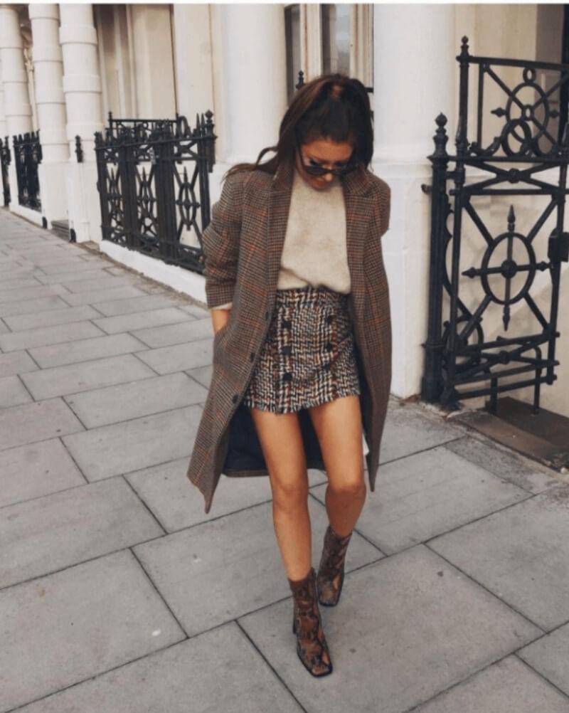 Mặc đẹp là chuyện nhỏ với áo len, chân váy đi cùng áo khoác dạ dài