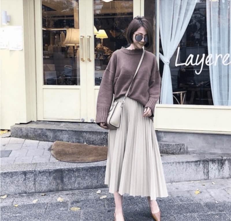 Áo lên phối với chân váy midi xếp ly dài
