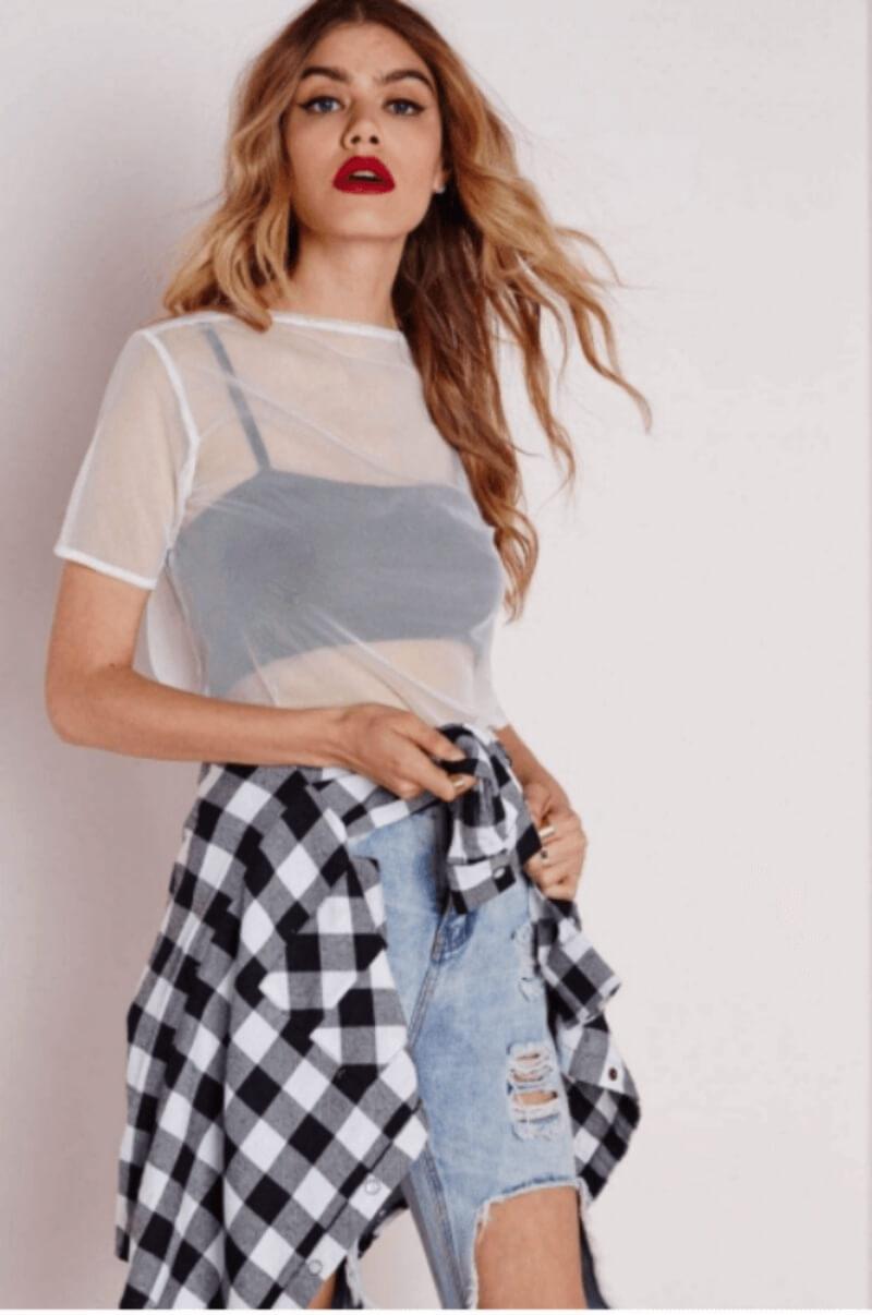 Áo lưới phối với bra và quần jeans