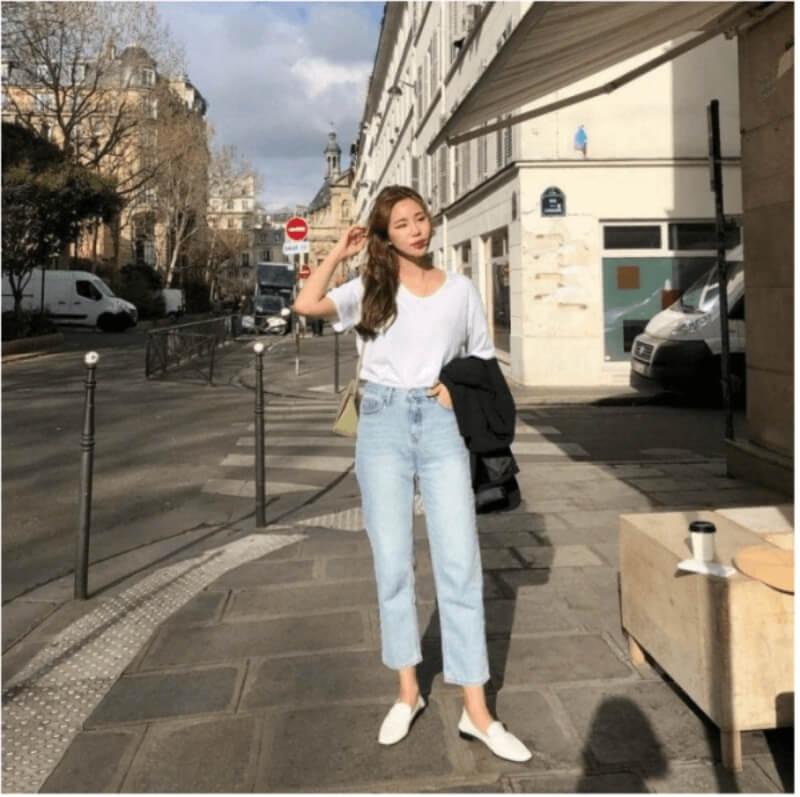 Áo thun + quần jeans + giày lười