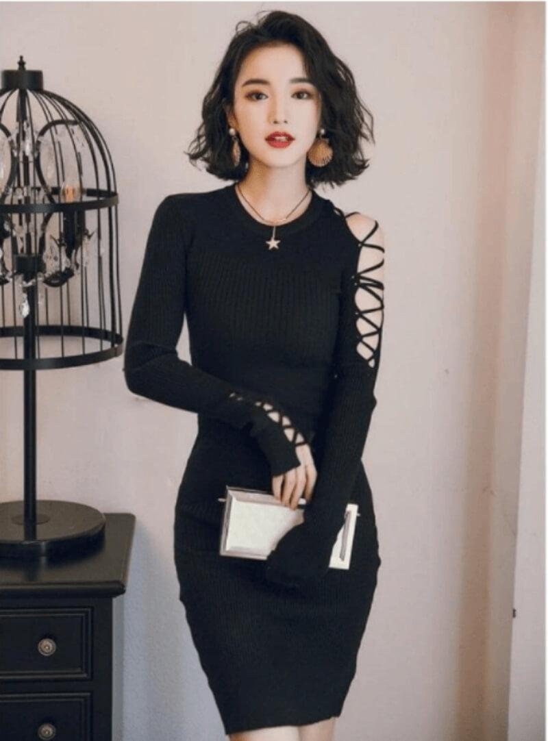 Không thể rời mắt khỏi chiếc đầm đen body dài tay cực đẹp này