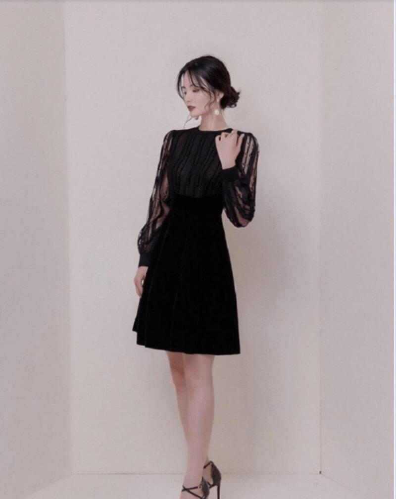 Đầm đen dáng chữ a tay dài phối lưới vô cùng nữ tính và thanh lịch
