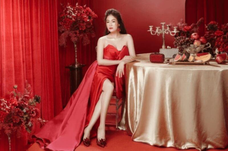 Đẹp từng centimet khi kết hợp đầm đỏ với phụ kiện cùng màu