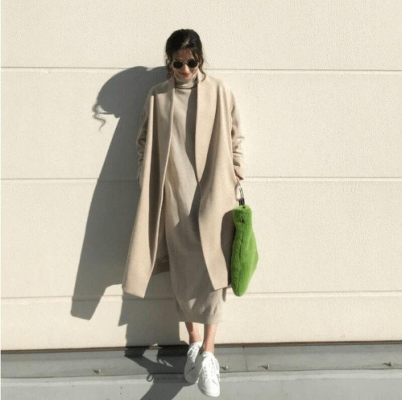 Đánh bay cái lạnh mùa đông với đầm len suông và áo dạ dáng dài