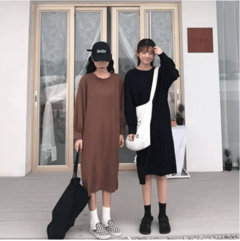 Đậm phong cách Hàn Quốc với đầm suông dáng dài kết hợp giày lười và mũ lưỡi trai
