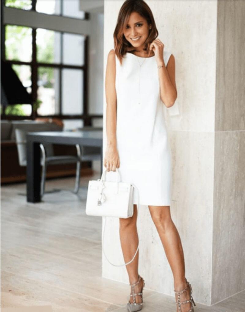 Đẹp sang chảnh với đầm suông kết hợp giày cao gót
