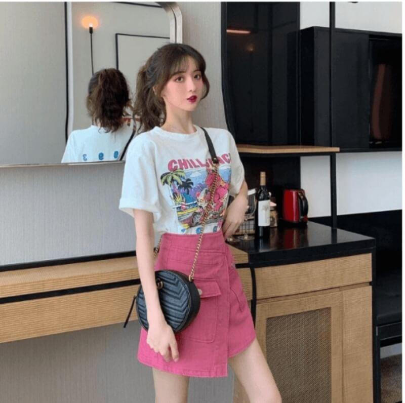 Áo thun phối với chân váy chữ A là gợi ý hay ho cho các bạn nữ trẻ