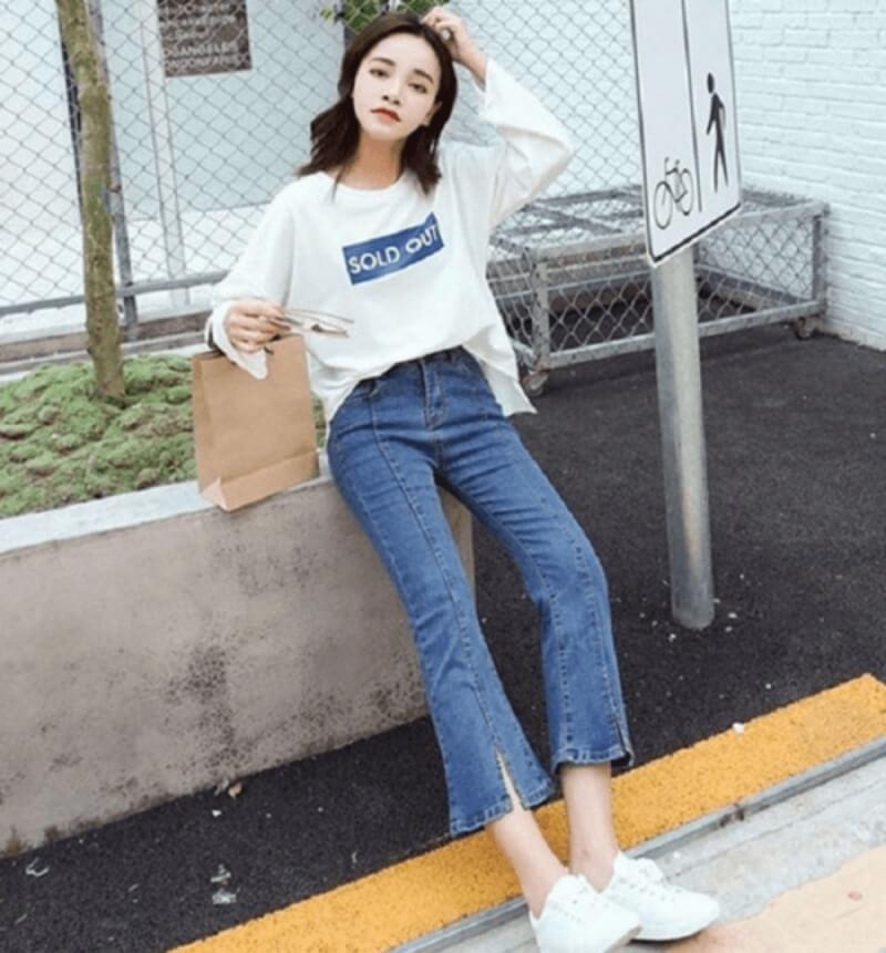 Vừa sành điệu vừa trẻ trung với quần jeans ống loe kết hợp áo thun