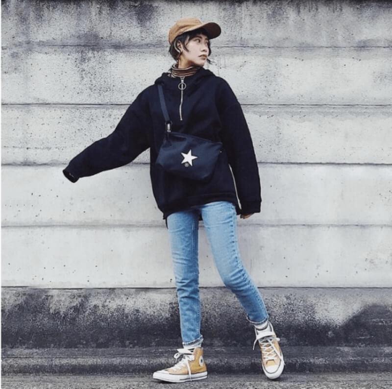 Áo hoodie + giày converse cổ cao