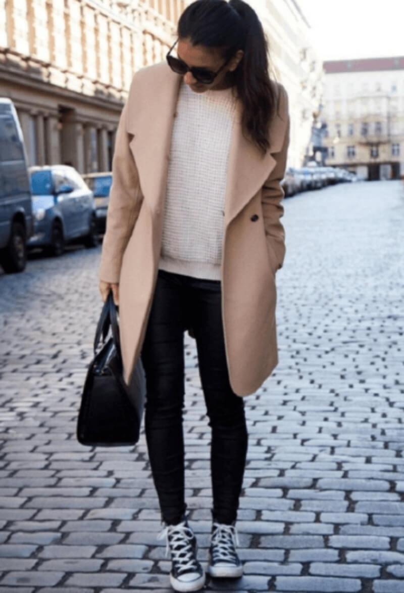 Áo len + quần jeans + giày converse cổ cao