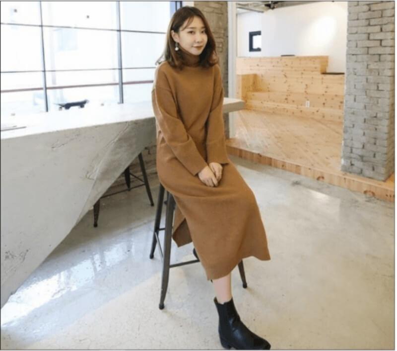 Đầm len phối cùng giày boot