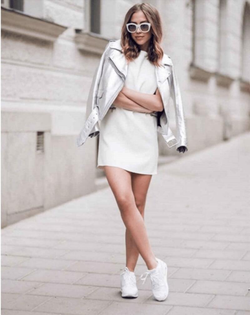 Giày trắng + đầm suông