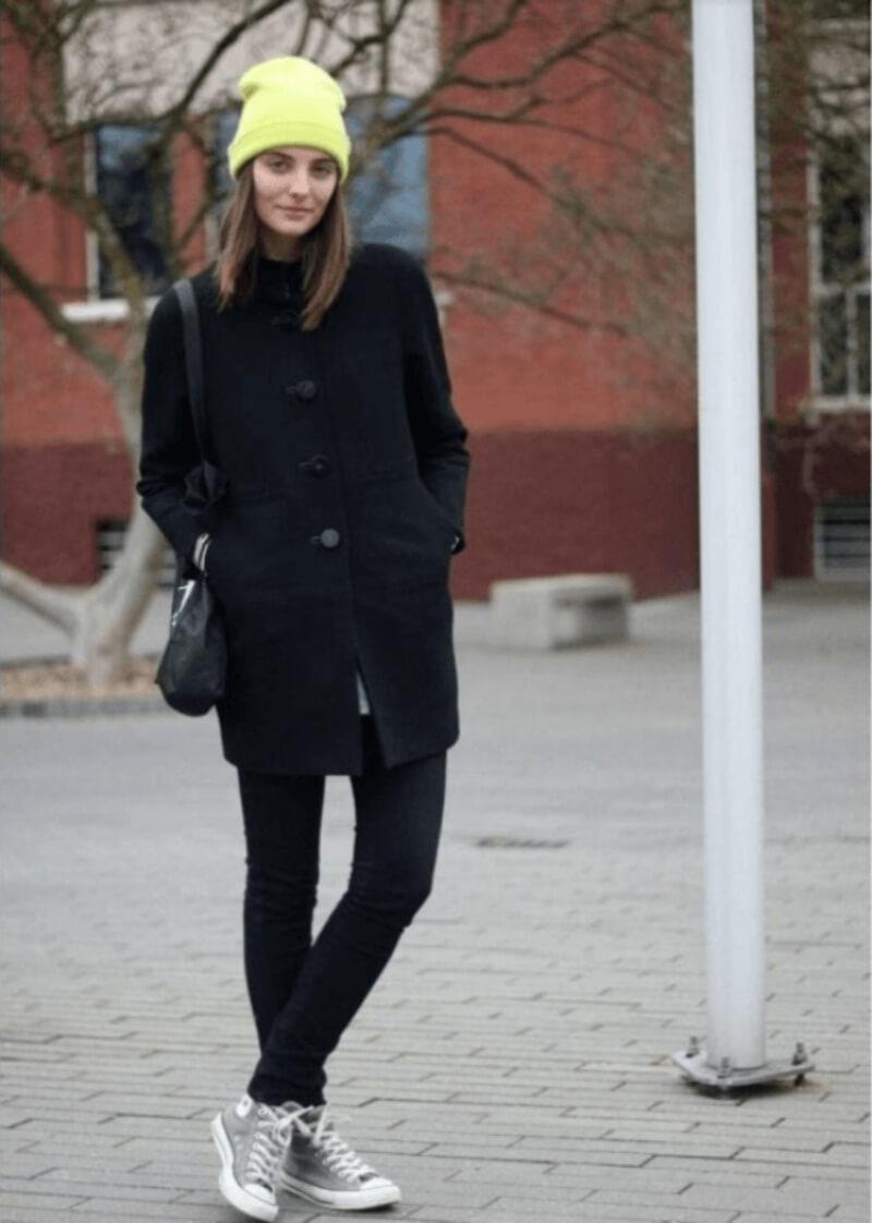 Quần jeans dài + áo dạ + giày converse cổ cao