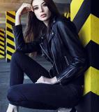 Cách mix đồ với quần jean đen cho bạn gái mặc đẹp